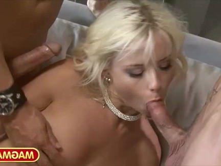 Анальный Трах Парни аналят белокурую потаскушку и она бурно кончает от этого секс видео бесплатно