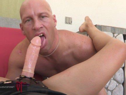Анальный Трах Мамашка ебашит чувака в жопку огромным страпоном секс видео бесплатно