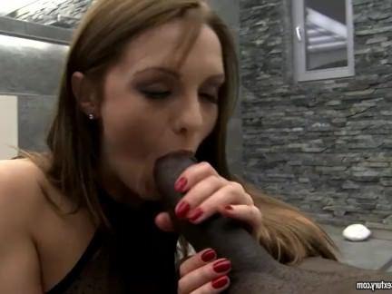 Анал Порно Чувак мандохает прелестную темноволосую девочку огромным хуем в анальную дыру секс видео бесплатно