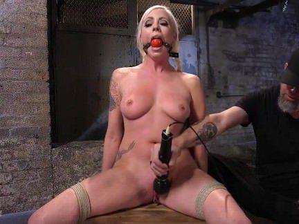Ебля в Анал Мужик мандалит в очко вибратором подвешенную тёлочку секс видео бесплатно