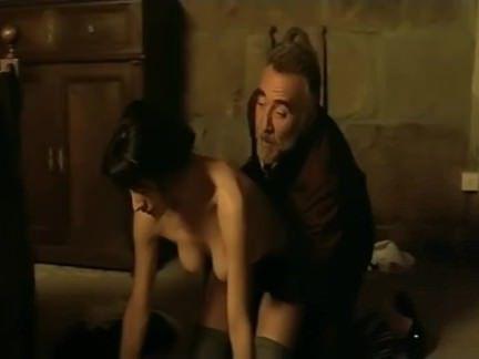 Анальный Трах Взрослый дядька обожает присунуть в задницу молоденьким девушкам секс видео бесплатно
