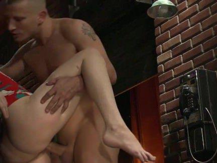 Анал Порно Пацан долбит в задницу милую простушку в подворотне секс видео бесплатно