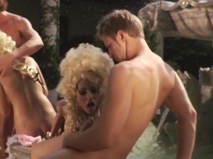 Анальная Ебля Мужики хотели отдолбать белокурых тёлочек в очко у фонтана секс видео бесплатно
