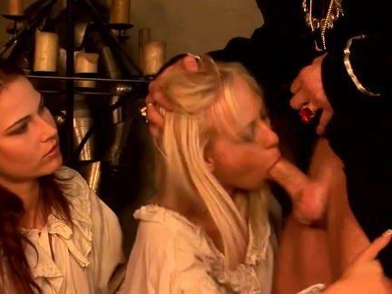 Порно Анал Барин ябенит в жопу нерадивых молодых служанок секс видео бесплатно