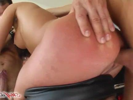 Анал Порно Зрелую цыпочку мандуляют в очко и ротик парочка мужичков секс видео бесплатно