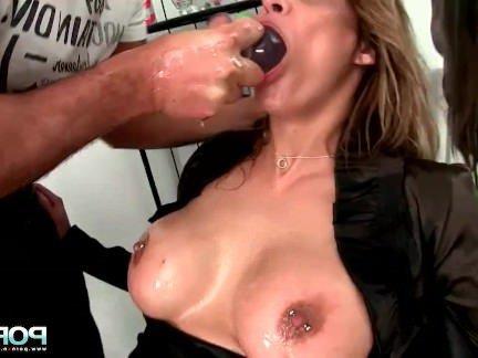 Анальный Трах Мужик разрабатывает анальное отверстие подруги стеклянной пробкой секс видео бесплатно
