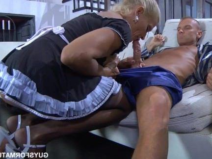 Порно с Аналом Мужик отхерил в жопу пожилую соблазнительную горничную секс видео бесплатно