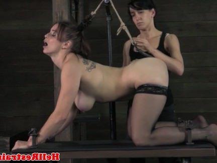 Ебля в Анал Госпожа трахает жопень грудастой рабыни игрушкой секс видео бесплатно