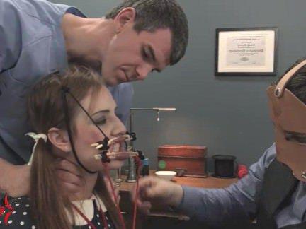 Ебля в Анал Доктор помог тёлочке расслабиться чтобы муж её трахнул в жопу секс видео бесплатно